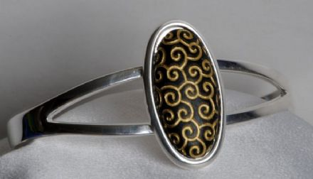 Pictish Design Cabochon Bangle CN23BK